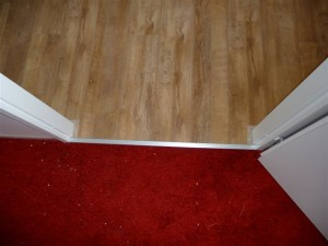 Koja woningstoffeerbedrijf - combinatie tapijt en laminaat vloer